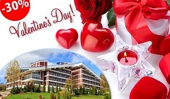 Свети Валентин, романтика и СПА за ДВАМА. 1 или 2 нощувки със закуски, обеди, вечери, (едната празнична) в Релакс КООП, Вонеща вода.