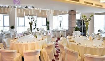 Свети Валентин в Suite hotel Sofia****. Нощувка, закуска и романтична вечеря за ДВАМА или куверт за вечеря в панорамен ресторант Зест