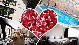 Свети Валентин във Вонеща вода. 2 или 3 нощувки на човек със закуски и вечери, едната празнична  + басейн в хотел Велиста