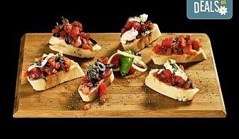 Свежо предложение! 25 броя брускети с конкасе от домати, риган, моцарела и пармезан от H&D catering!