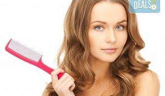 Терапия за коса с ампула по избор - арганова, кокосова или против косопад, и оформяне със сешоар или на плитка в салон за красота Make Trix!
