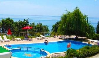 ТОП сезон на брега на морето и на 50м. от плажа. Нощувка със закуска + басейн в Хотел Рай, Балчик