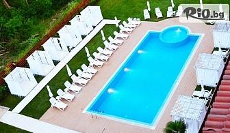 ТОП сезон в Царево! Нощувка за до четирима възрастни и 1 дете + открит басейн, шезлонг и чадър, от PRIMEA BEACH Residence 3* на първа линия