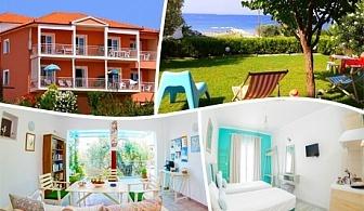 ТОП СЕЗОН на метри от плажа в Никити! Нощувка за двама, трима или четирима в комплекс Summer House, Гърция!