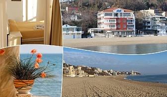ТОП сезон - Юли и Август на брега на морето във Варна! Нощувка със закуска на човек в семеен хотел Ной, к.к. Чайка, плаж Кабакум