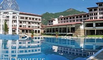 Топла минерална вода и СПА в Девин. Нощувка, закуска и вечеря + голям басейн в хотел Орфей 5*