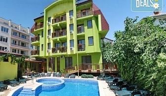 Уикенд почивка в хотел Грийн Хисаря 3*, Хисаря: 1 или 2 нощувки със закуски, ползване на релакс зона, парна баня, сауна и вътрешен басейн, безплатно за дете до 2.99г.
