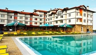 Уикенд в село Баня! 2 нощувки със закуски или закуски и вечери + минерален басейн в хотел СПА Вита Спрингс