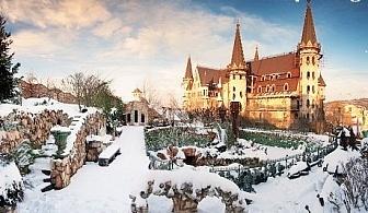 Уикенд среща с Дядо Коледа в замъка Влюбен във вятъра, Равадиново. Разходка в комплекса за до 4-членно семейство, подарък от Дядо Коледа за децата + книга с детски приказки
