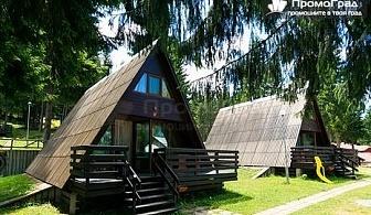 Уикенд във вилно селище Романтика Форест - Широка поляна, Батак - нощувка, закуска и вечеря за 6-ма