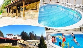 Уикенд във Вонеща вода. 1 или 2 нощувки на човек със закуски, обеди* и вечери + басейн в хотел Велиста