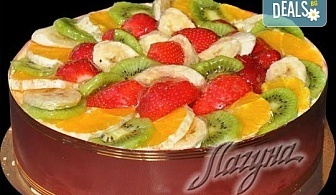 Уникално вкусна и красива торта - богата мозайка от плодове с кроасани и нежен баварски крем от Виенски салон Лагуна!