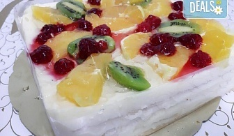 Уникално вкусна и красива торта - богата мозайка от плодове, с нежен баварски крем и ароматни бутер платки от Виенски салон Лагуна!