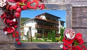 Св. Валентин в Троянския Балкан! Една или две нощувки със закуски и вечери, едната празнична + бутилка шампанско от Хотел Биле