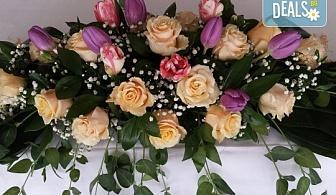 За Вашата сватба от Сватбена агенция Вю Арт! Цветя за сватбената маса и масите за гости + консултация със сватбен агент!