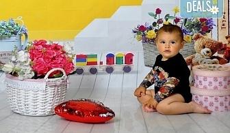 Великденска фотосесия в студио с 3 различни декора, 160-180 кадъра и подарък Фотокнига, от Photosesia.com