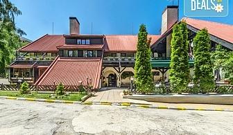 Великденски празници в хотел Бреза 3*, Боровец! 2 или 3 нощувки със закуски, празничен Великденски обяд, ползване на сауна, парна баня и леден душ, безплатно за дете до 2.99г.!