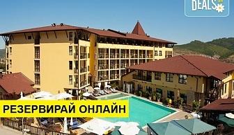 Весела Нова година в Гранд Хотел Велинград 5*, Велинград! 4 нощувки със закуски, 3 стандартни и 1 празнична вечеря, новогодишен брънч, ползване на басейн и сауна парк