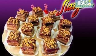 Виенски салон Лагуна Ви предлага 15 броя вкусни петифури с вкус по Ваш избор - баварски или шоколадов крем!
