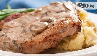 Вкусни изкушения! Свежа салата и Основно ястие /по избор/ от Ресторант Интелкооп