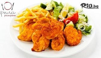 Вкусно хапване за ДВАМА! Тапас с пилешко филе с гарнитура пържени картофки, препечена филийка, чеснов сос и салатка /450г/ + Свински бекон на скара /200г/, от Ресторант Рила
