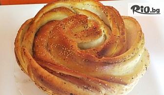 Вкусно хапване! Питка Роза със сирене и масло или Сиропирана баница с локум и тахан халва или с кокос, шоколадови капки и портокалови корички, от Пекарна Taste It