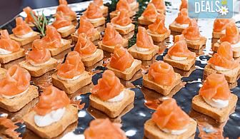 Вкусно и изгодно! Вземете 25 броя брускети със сьомга, ементал и крема Цезар от H&D catering, София!