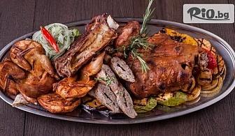 1.5 кг вкусно плато - Свински ребърца и пилешки крилца на скара, пържени картофки и млечен сос, от Ресторант Nicol