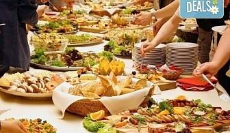 Вкусно предложение за парти! Вземете 94 разнообразни сладки и солени мини еклери, тарталети и брускети от Кетъринг София!