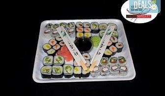 Вкусно предложение на супер цена! 50 суши хапки с пушена сьомга, филаделфия и херинга от Sushi Market