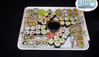 Вкусно предложение на супер цена! 64 суши хапки с пушена сьомга, скариди, сурими, филаделфия и авокадо от Sushi Market