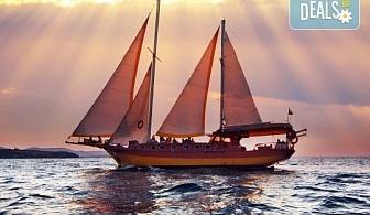 Време е за море, слънце и морски приключения! Яхта Трофи - круиз в Райския залив край Созопол, 4 часа, с разхлаждаща напитка, слънчеви бани, плуване!