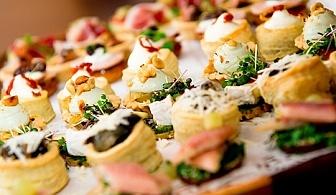 Вземете 120 броя брускети пица, хапки със сирена и пушена риба и шоколадови кексчета от Кетъринг София!