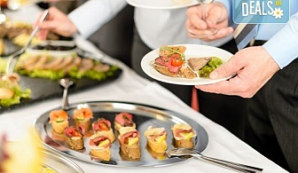 Вземете цели 140 вкусни и апетитни солени коктейлни хапки със сьомга, ементал и прошуто гауда + бонус: 30 бр. кокосови топки от H&D catering!