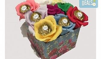 Вземете изкусителна шоколадова кутия със седем или девет бонбона и ръчно изработени цветя от Онлайн магазин за подаръци Банана!