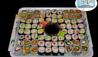 Вземете 80 вкусни суши хапки с пушена сьомга, филаделфия и скариди с възможност за доставка от Sushi Market!