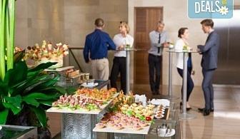 Вземете вкусно микс плато от 135 броя хапки от H&D catering!