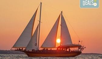 Яхта Трофи Ви очаква в Созопол! Два часа морска разходка по залез слънце в красивите заливи около Созопол на страхотна цена!