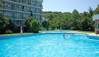 Юли и Август в хотел Феста, Кранево! Нощувка, закуска*, обяд*, вечеря* + басейн на цени от 21 лв.