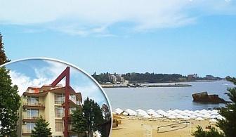 17 Юли - 1 Август море на ПЪРВА ЛИНИЯ! Нощувка със закуска, обяд и вечеря в хотел Крим Панорама, между Равда и Несебър