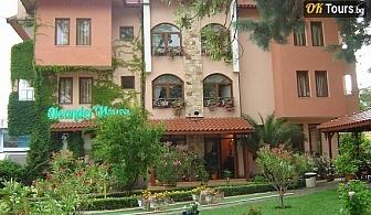 Юли и Август на море в Слънчев бряг - хотел  Олеандър хаус  . Нощувка със закуска за двама - цена 50лв. на човек