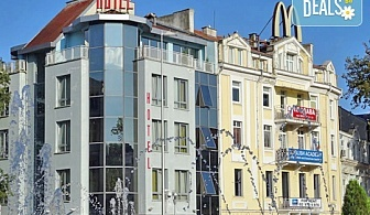 Юли в хотел Сити Марк 2* гр. Варна: нощувка без изхранване, безплатно за дете до 6.99г.
