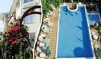 Юни до Албена! Нощувка, закуска, вечеря* + басейн в хотелски комплекс Рай***, с. Оброчище