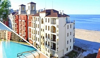 До 25 Юни на брега на морето в Царево! Нощувка в апартамент за 2-ма с дете до 12г. + басейн в хотел Rocamar Beach Resort