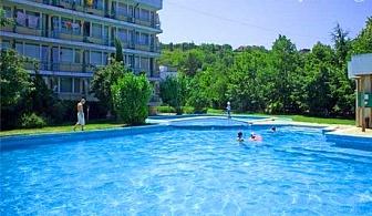 Юни в Кранево! Нощувка със или без изхранване по избор + басейн в хотел Феста
