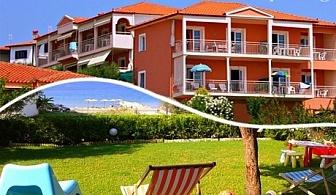 Юни на метри от плажа в Никити! Нощувка за двама, трима или четирима в комплекс Summer House, Гърция!