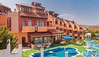 Юни на 70м. от плажа в Созопол! 1, 5 или 7 нощувки със закуски или закуски и вечери + басейн в хотел Аполис