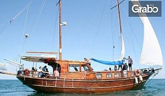 Забавление край Несебър! 90 минути вечерна разходка с яхта или 3 часа круиз с анимация, обяд и възможност за плуване