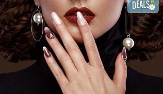 Заздравяване на естествен нокът чрез гел, специално съзаден да предпазва меките и чупливи нокти, и маникюр с гел лак и 2 декорации в студио за красота Jessica!