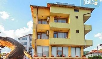 Зимен релакс в семеен хотел Шарков, с. Огняново! Нощувка със закуска или закуска и вечеря, ползване на джакузи и сауна, безплатно за дете до 6.99г.
